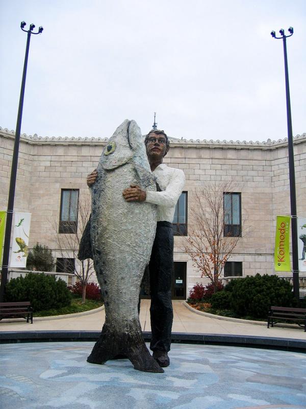 Человек с рыбой