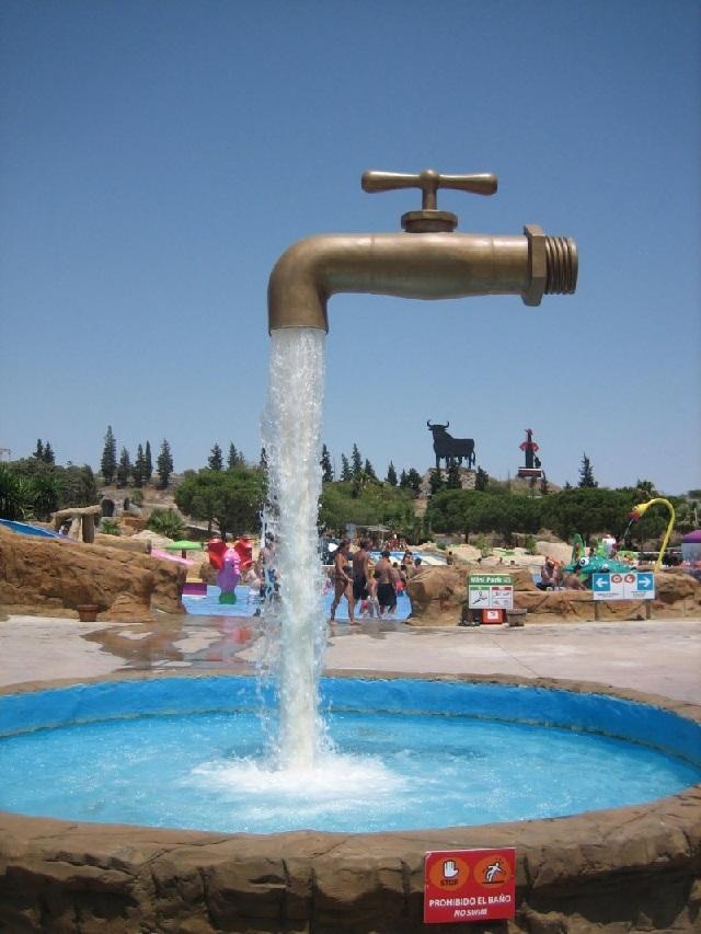 Зависший в воздухе фонтан