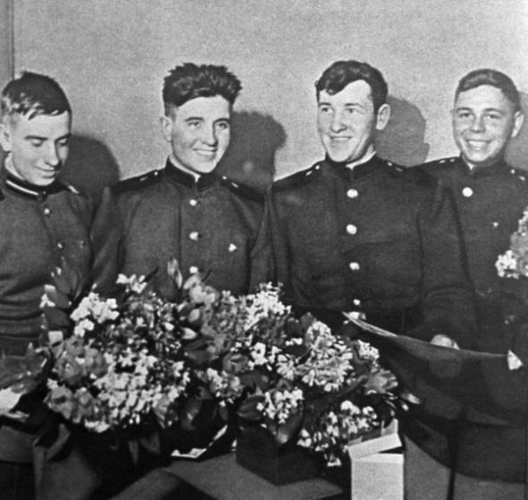 Советские воины, дрейфовавшие на барже с 17 января по 7 марта 1960 года (слева направо): Асхат Зиганшин, Филипп Поплавский, Анатолий Крючковский, Иван Федотов. Фото: РИА Новости