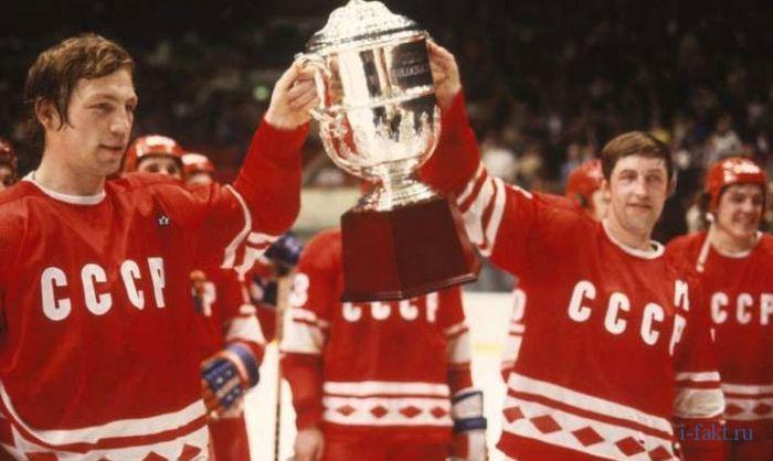 Советские спортсмены в красном