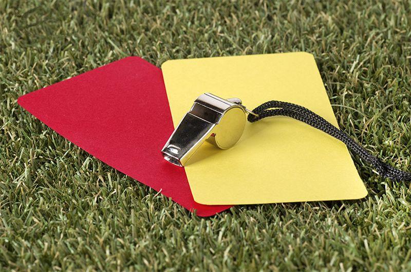Желтая и красная карточки в футболе