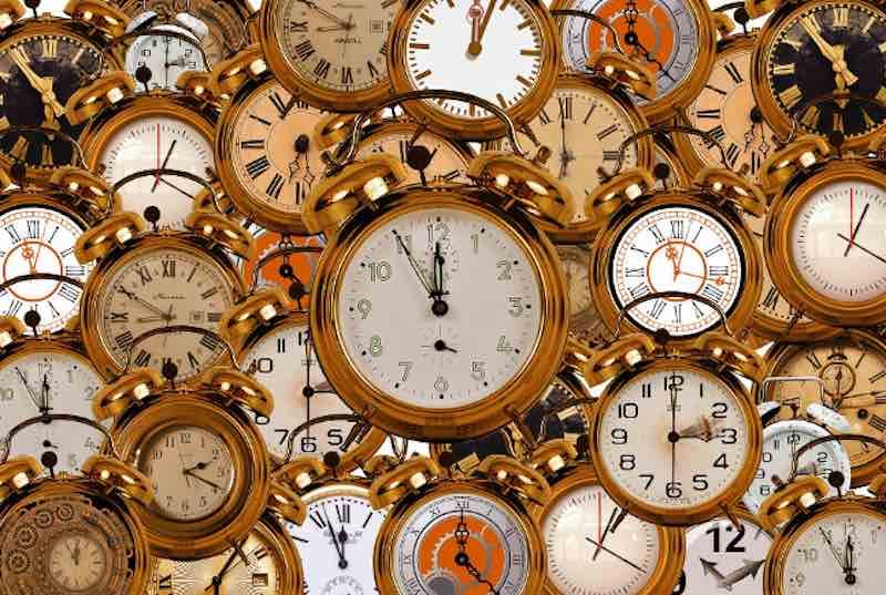 Почему часы идут по часовой стрелке.
