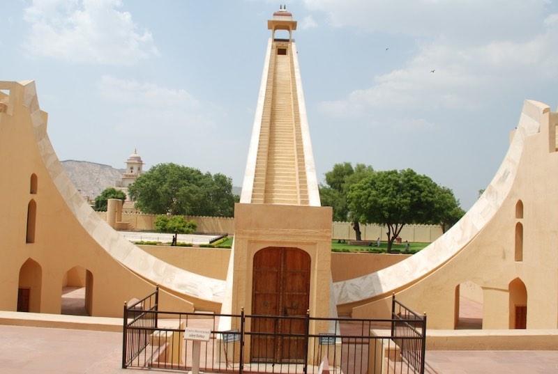 Самые большие солнечные часы в мире.