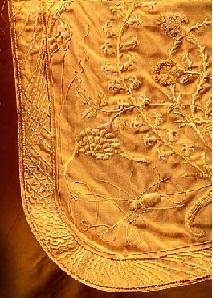 Золотое платье из шелка паука - самое дорогое в мире 2