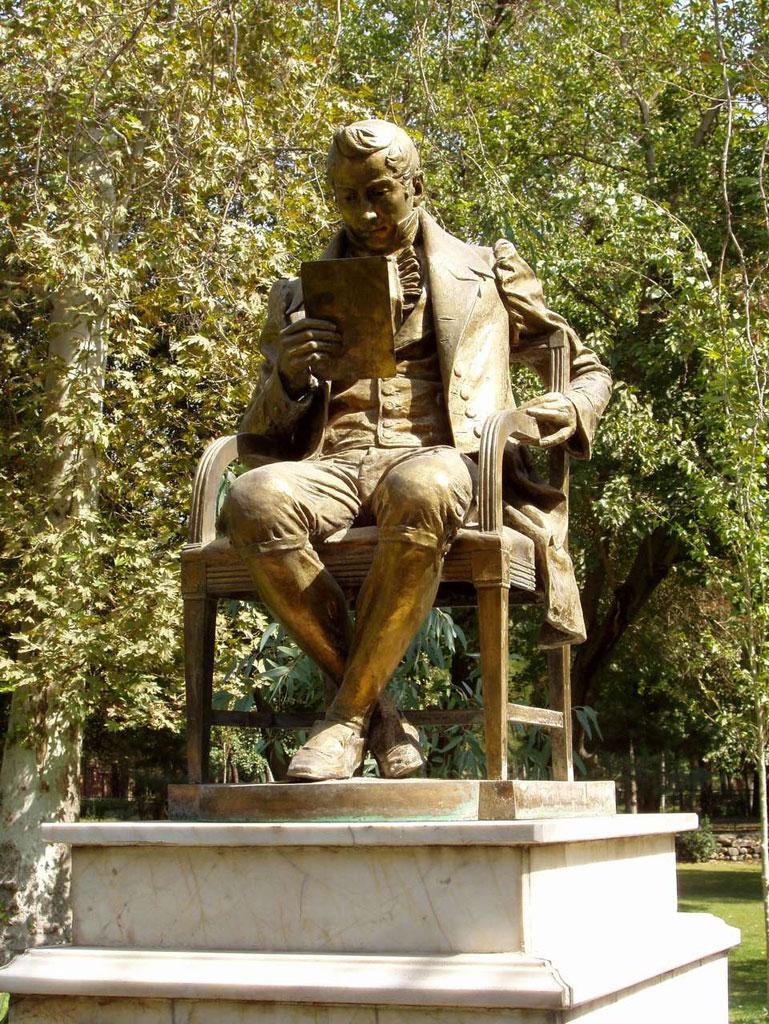Почему у российского посольства в Тегеране стоит памятник Грибоедову 3