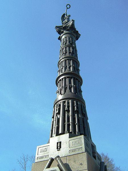 Памятник из трофейных орудий