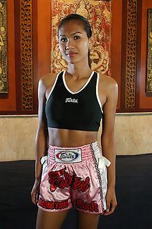 Нонг Тум -  чемпион муай тай с женской душой 1
