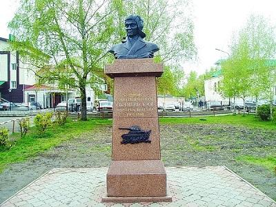 Памятник женщине танкисту