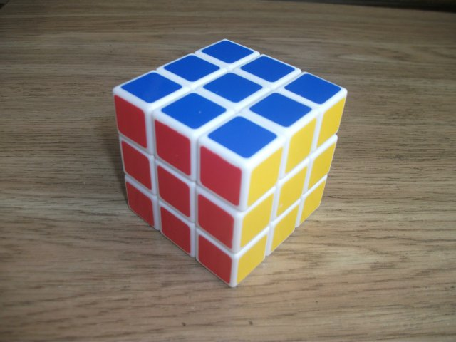 Собранный кубик-рубика