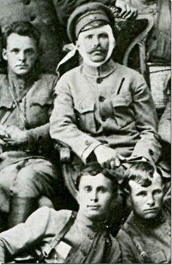 Вверху – Фурманов и Чапаев, внизу — Пётр Исаев (слева) и Семён Садчиков