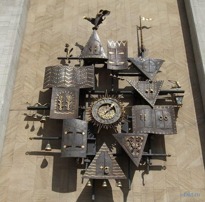 Часы со сказочными персонажами