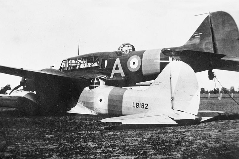 Столкновение над Броклсби - пилот посадил сцепившиеся в воздухе самолеты 3