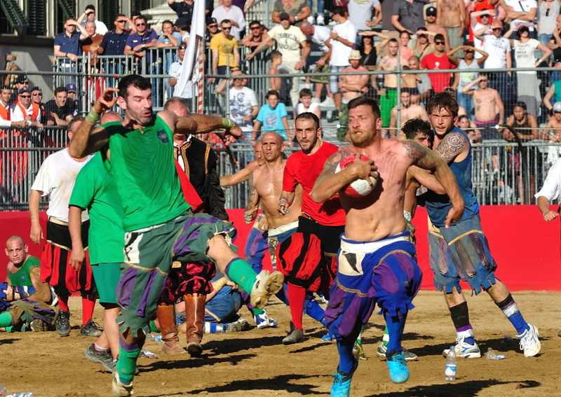 Флорентийский кальчо - самый жестокий футбол.