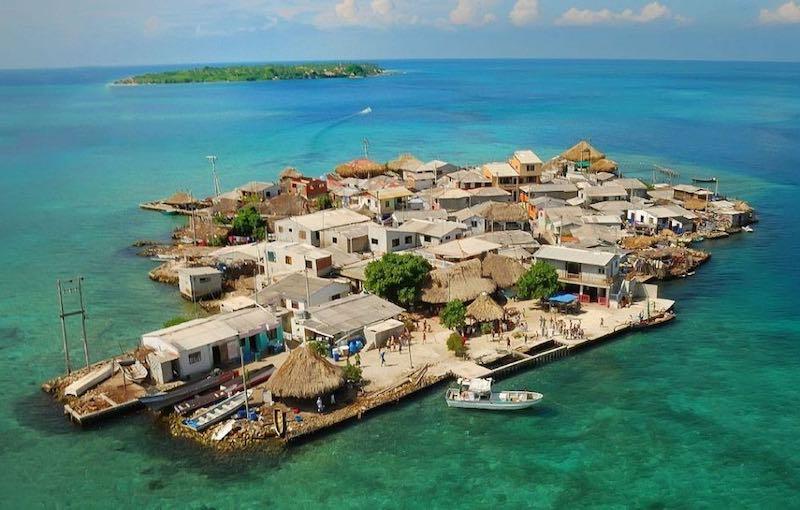 Самый густонаселенный остров в мире.