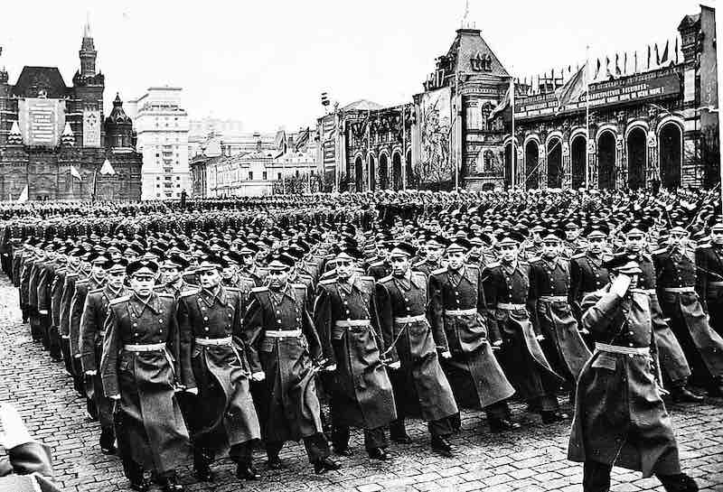 Парад победы 1945 года - интересные факты.