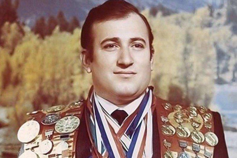 Биография Шаварш Карапитян.