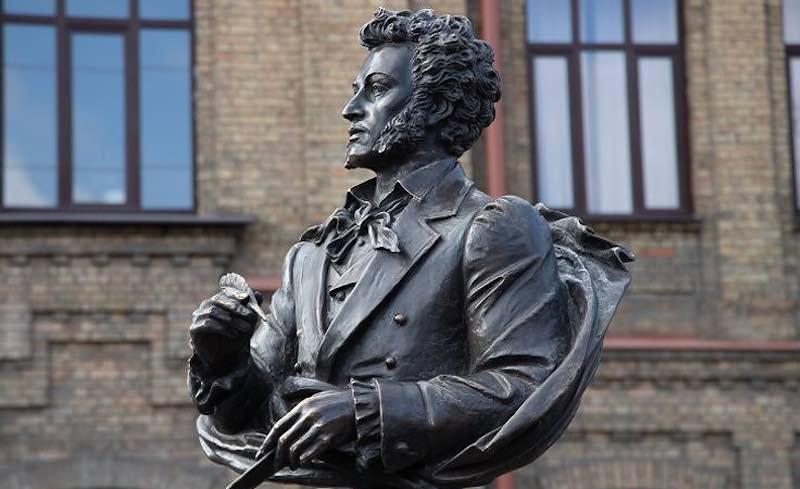 Интересные факты про памятники Пушкину.