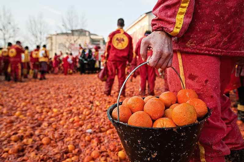 """Фестиваль """"Битва апельсинов"""" в Италии."""